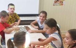 Дети за шахматами2